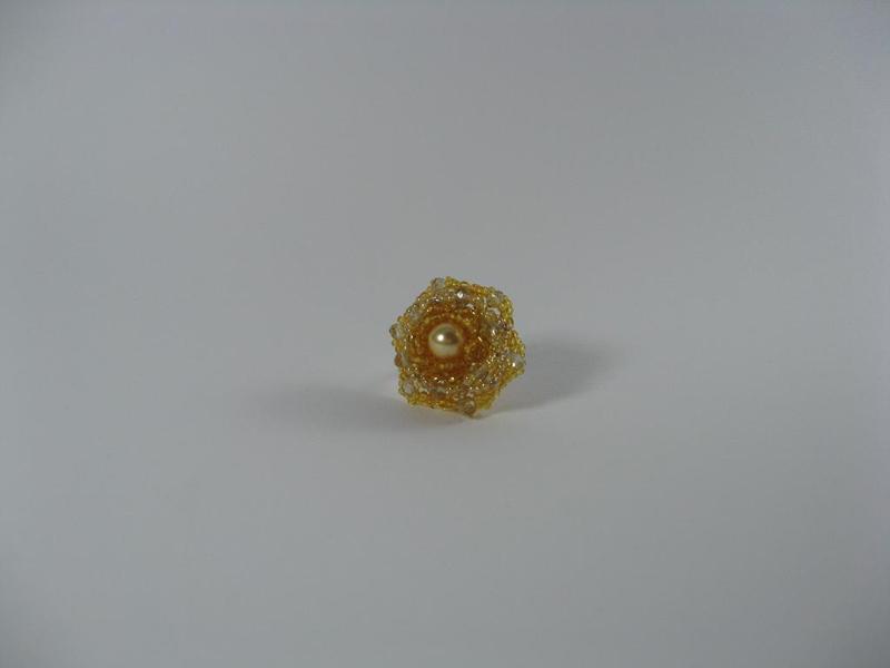 Пръстен от ситни стъклени мъниста и кристални перли Сваровски - автор Йорданка Христова