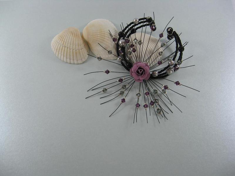 Гривна от ситни стъклени мъниста, кристални перли и кристали Сваровски и метална роза - Йорданка Христова