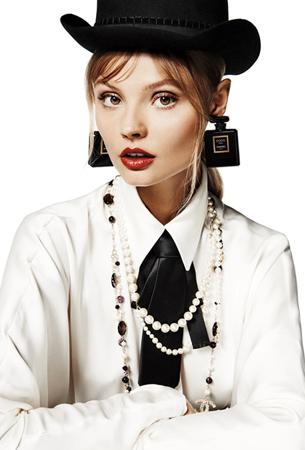 liubimite-perli-klasika-ot-koritsite-na-vogue-paris-16