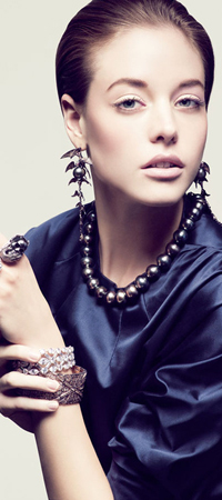liubimite-perli-klasika-ot-koritsite-na-vogue-paris-5