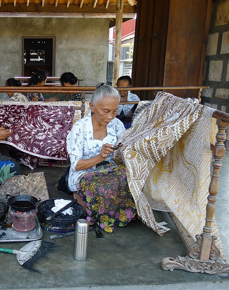 Women_Making_Batik,_Ketelan_crop